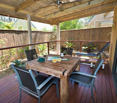 wfc-premium-cottages-outside-dining