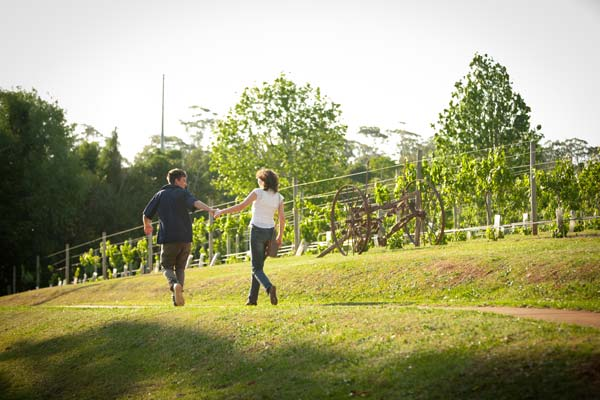 couple-walking-wineries-tamborine-mountain