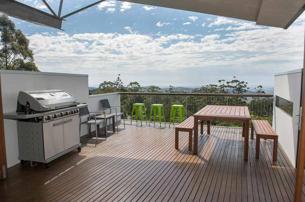 BBQ on large Outdoor Deck with views - Sky House