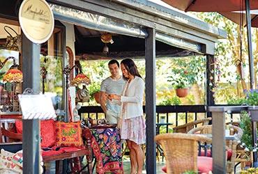Couple shopping on Gallery Walk Tamborine Mountain